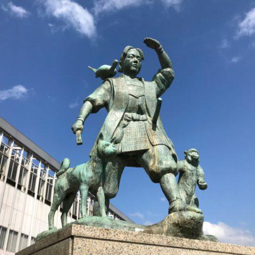 岡山桃太郎像